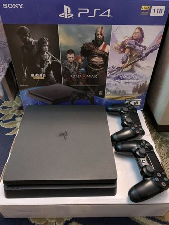 Playstation4 slim 1TB 15 игр два джестика как на фото